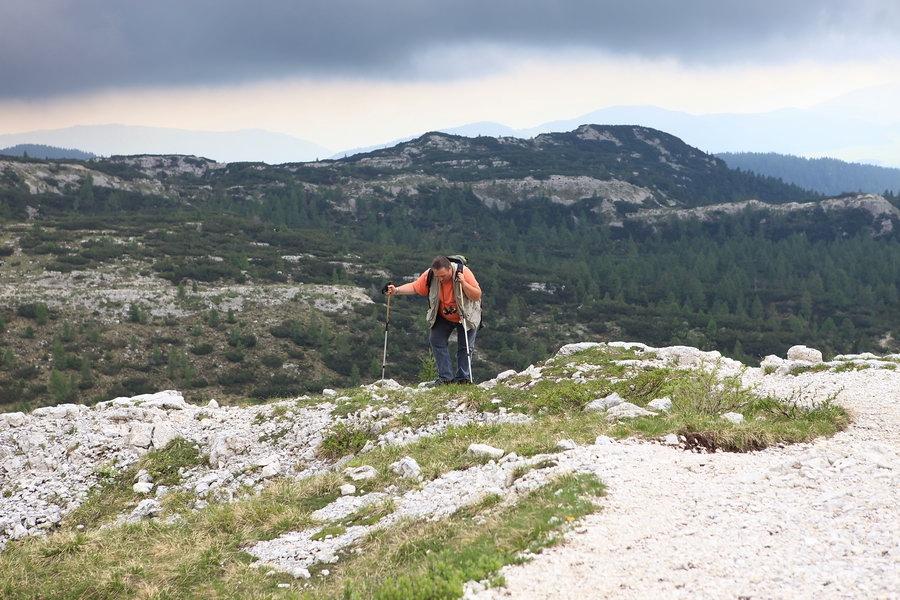 ... il nostro intrepido Giovanni dopo 2 ore anche lui sulla cima dell'Ortigara...