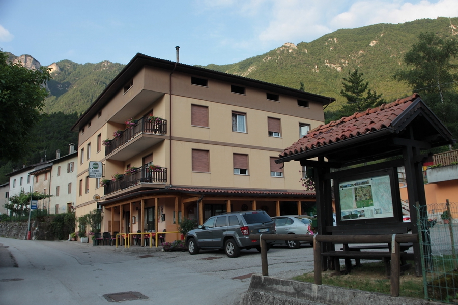 ... come tutte le spedizioni, il nostro campo base, Albergo Passo Buole a Riva di Vallarsa...