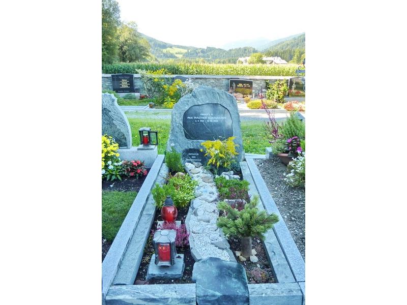 un omaggio alla tomba di Walther Schaumann...